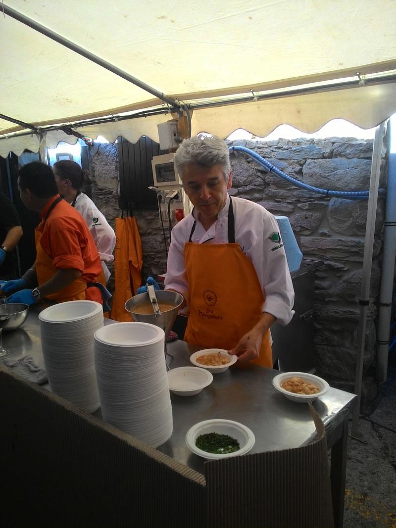 Alex España show cooking