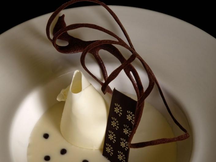 Crema de chocolate blanco con crema de fruta pasión